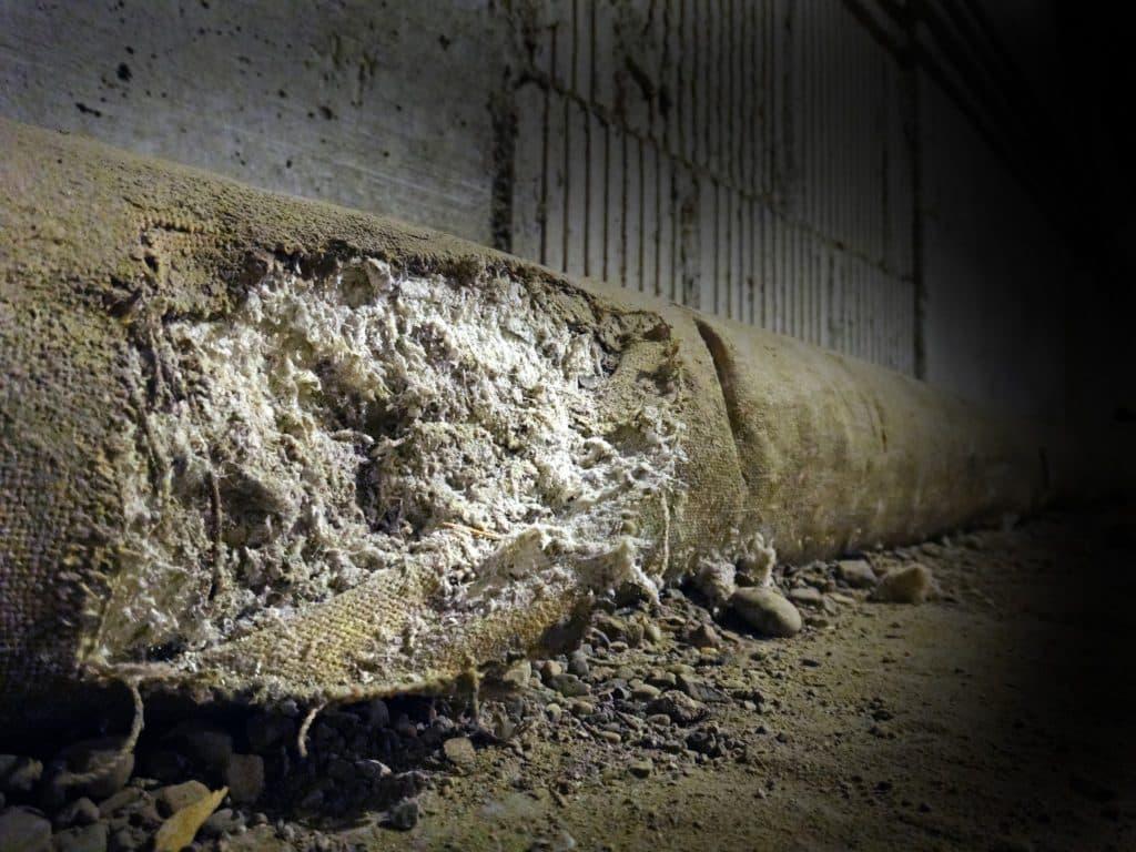Fuoriuscita di fibre di amianto da tubazione
