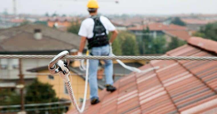 Lavoro in quota su tetto